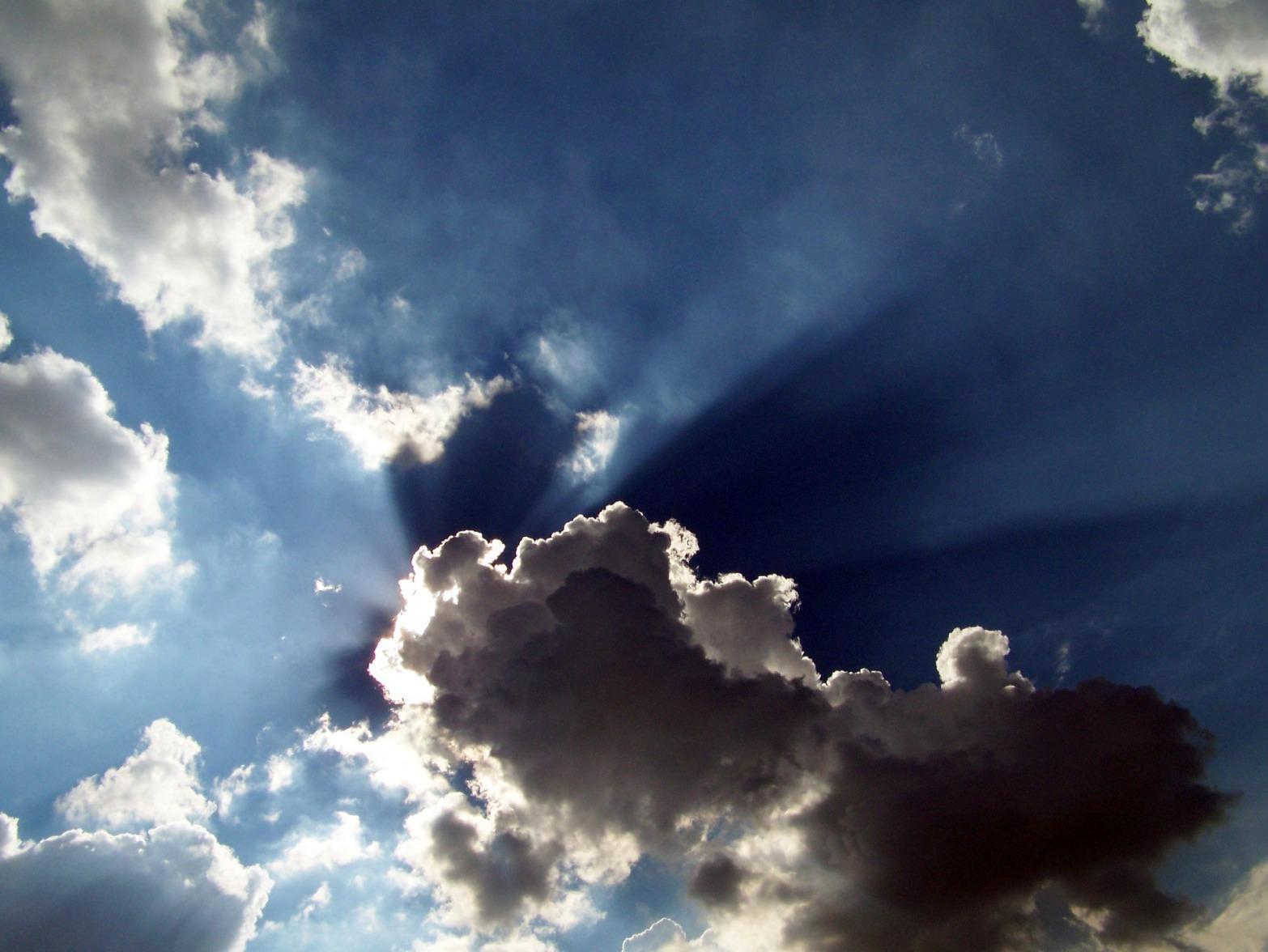 clouds-17812_1920.jpg